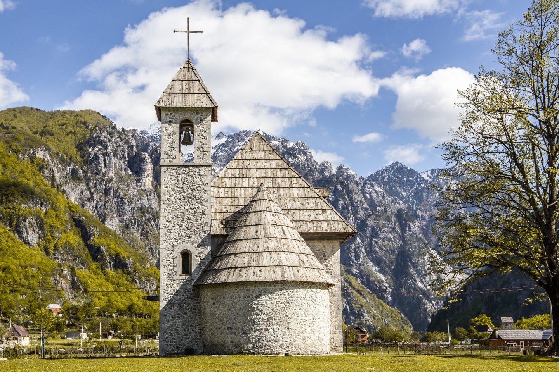 die wunderschöne Johanneskirche im Örtchen Theth
