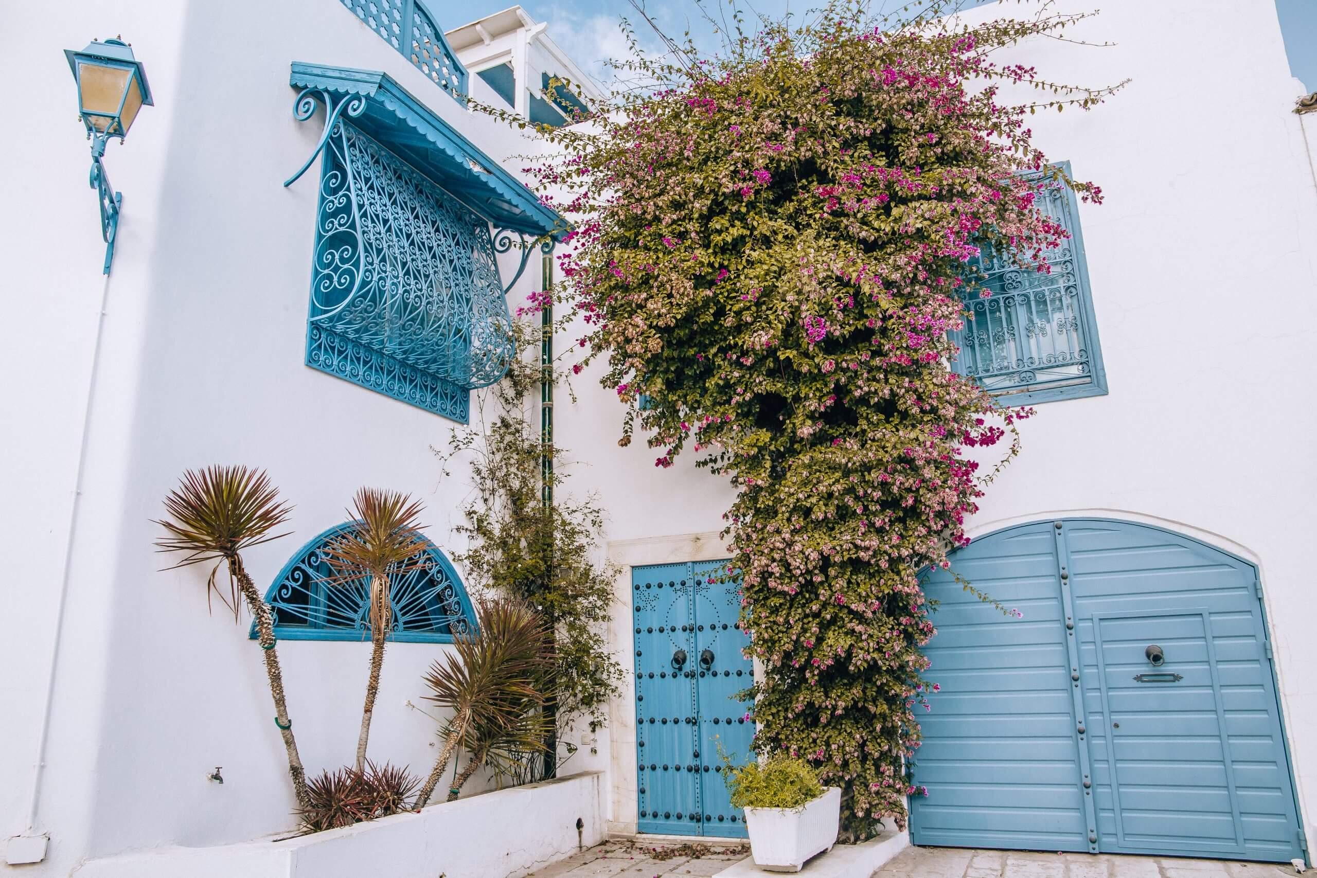 Haus in blau und weiß