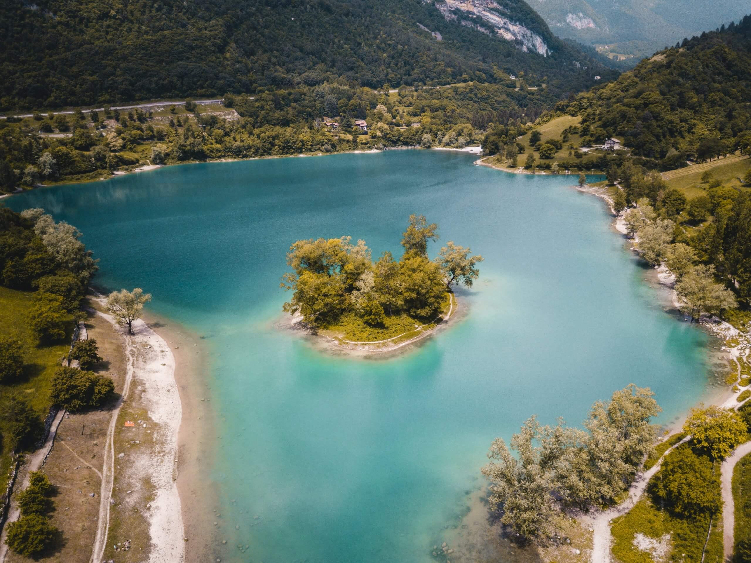 der blau leuchtende Lago di Tenno