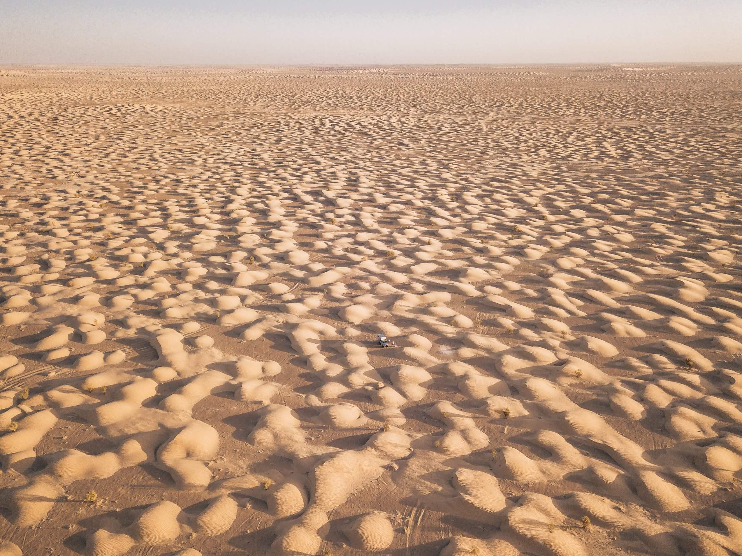 inmitten Tausender kleiner Dünen