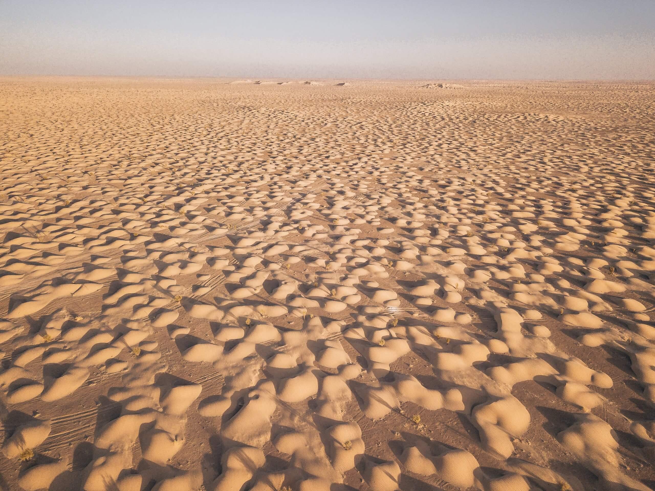 ein Meer aus kleinen Dünen