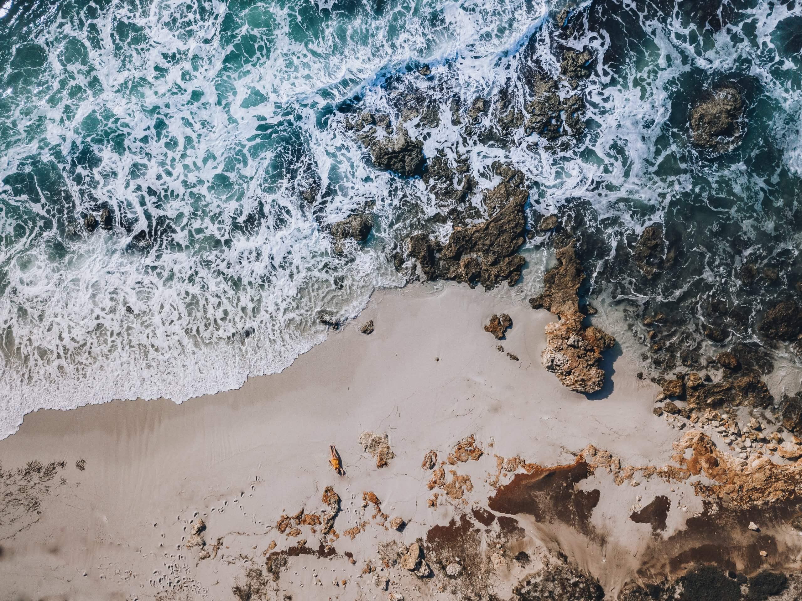 am wunderschönen Strand von Is Aruttas