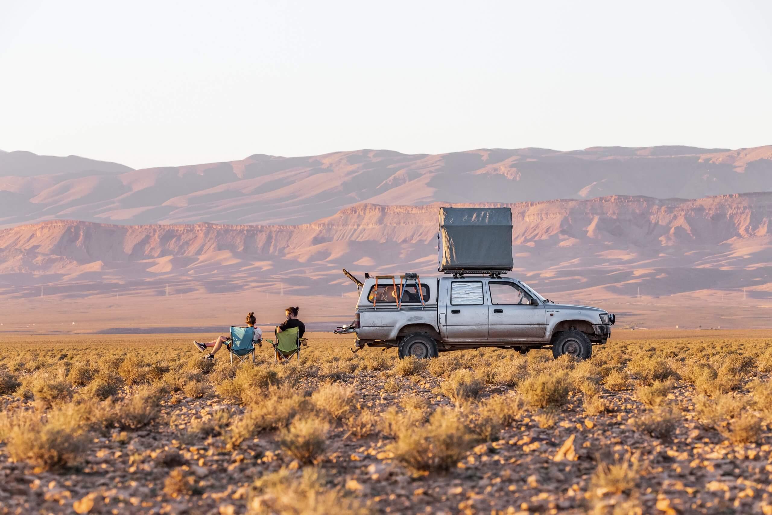 mit Moose und Dachzelt in Marokko