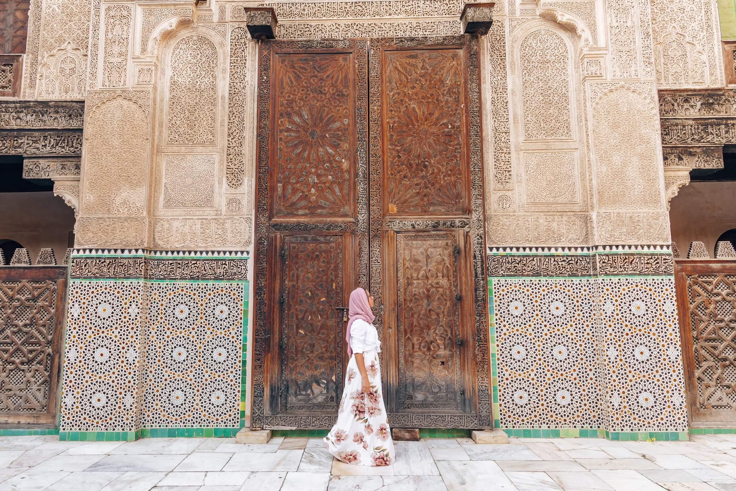 Als Frau unterwegs in Marokko: in religiösen Einrichtungen Kopftuch tragen