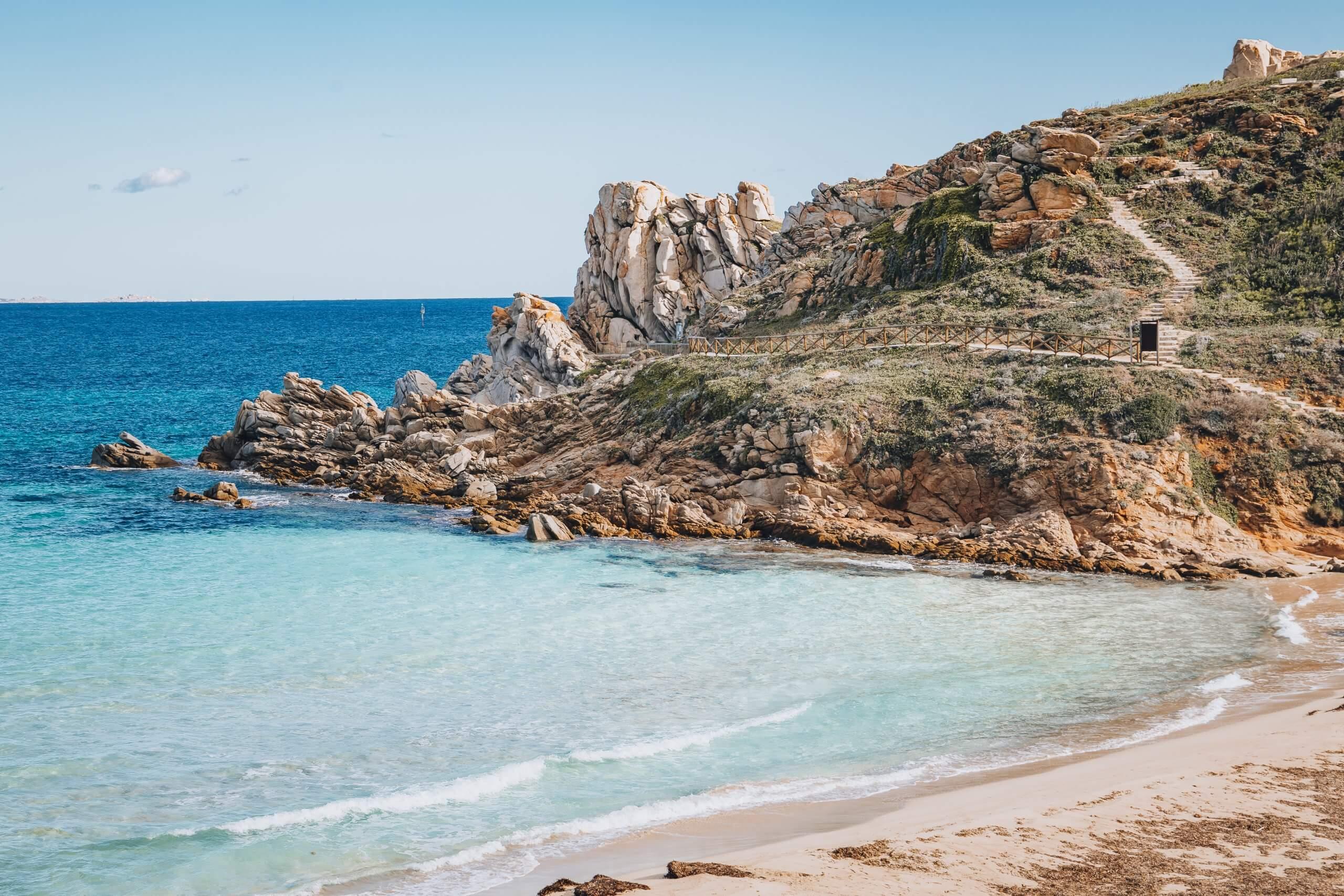 die wunderschöne Spiaggia Rena Bianca in Santa Teresa di Gallura