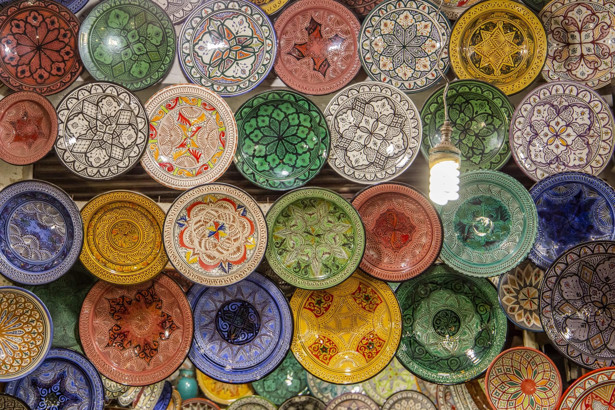 Keramikware in einem marokkanischen Souk