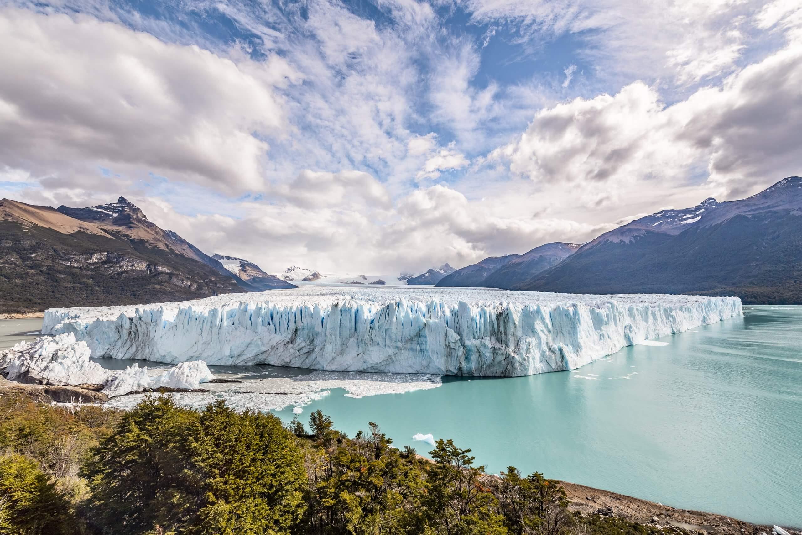 die blauen Eismassen des Perito Moreno Gletscher