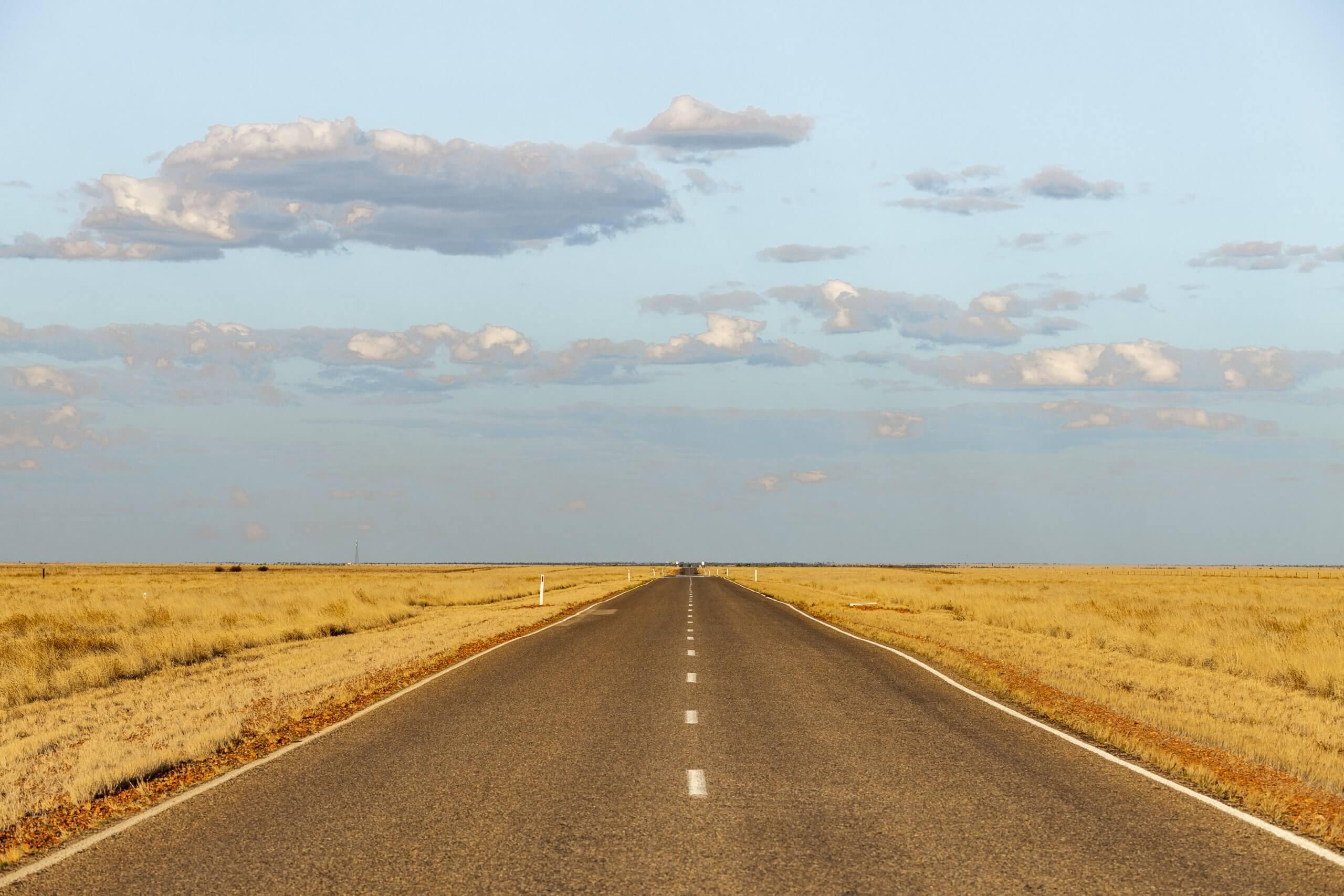 unterwegs auf einem Highway durch das Outback