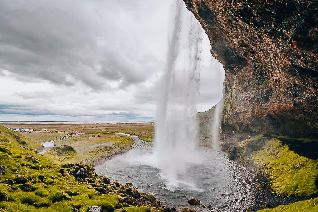 der berühmte Seljalandsfoss