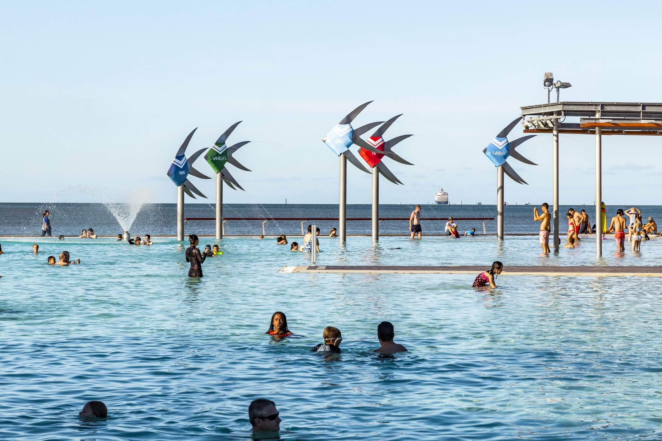 der riesige Salzwasserpool von Cairns