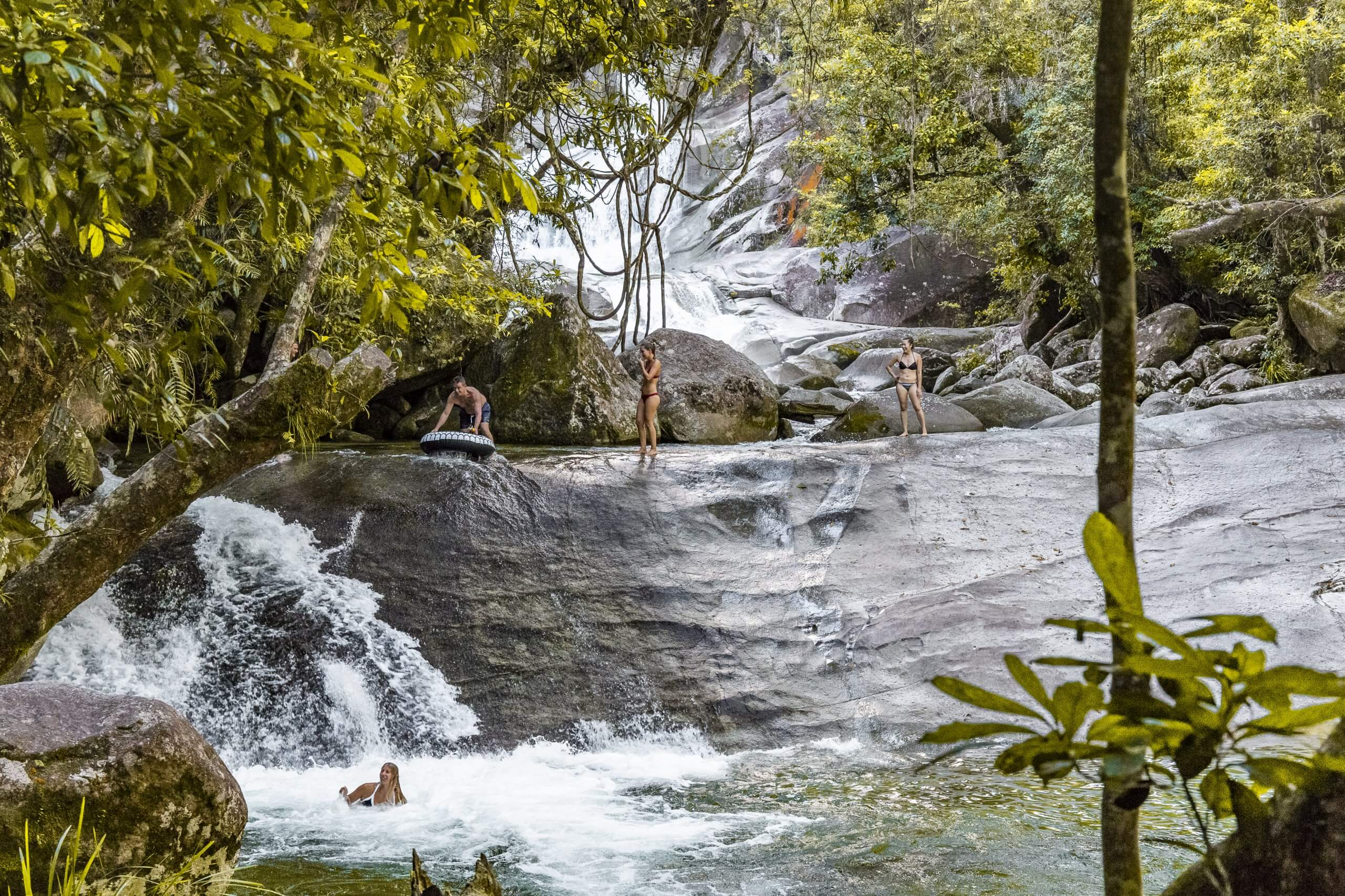 die natürliche Wasserrutsche der Josephine Falls
