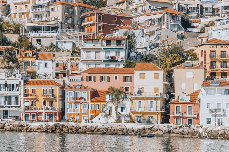 Parga und seine pastellfarbenen Häuser