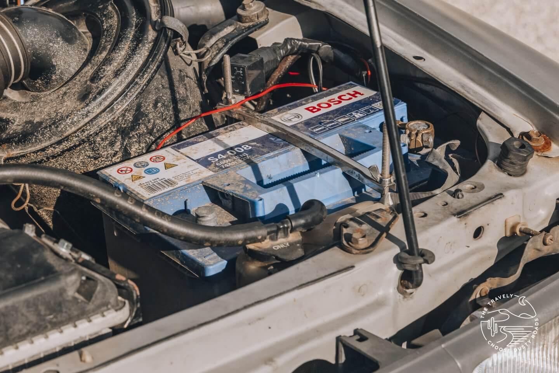 unsere alte Zweitbatterie: eine 74AH Bleisäure Batterie